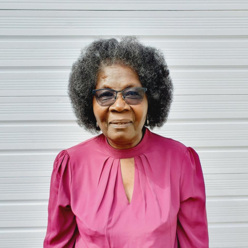 Elva Robinson